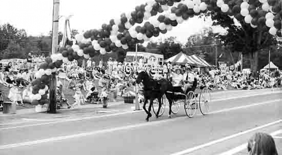 1998 horse carriage parade